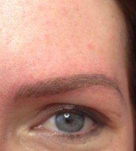 Augenbrauenzeichnung mit Microblading